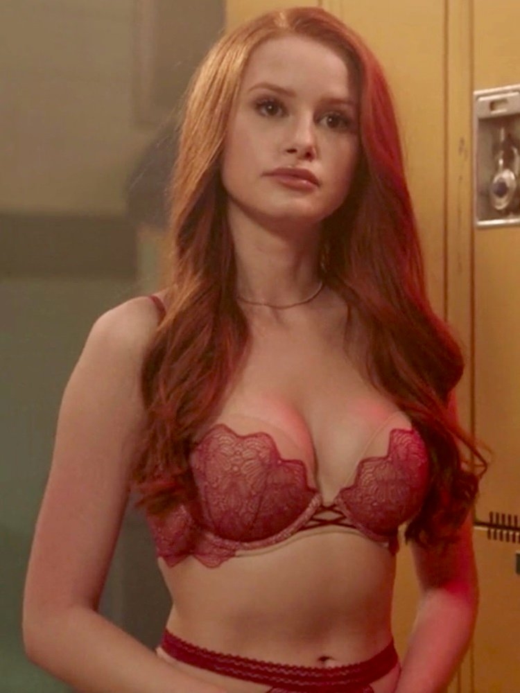 Madelaine Petsch Fappening foto 5
