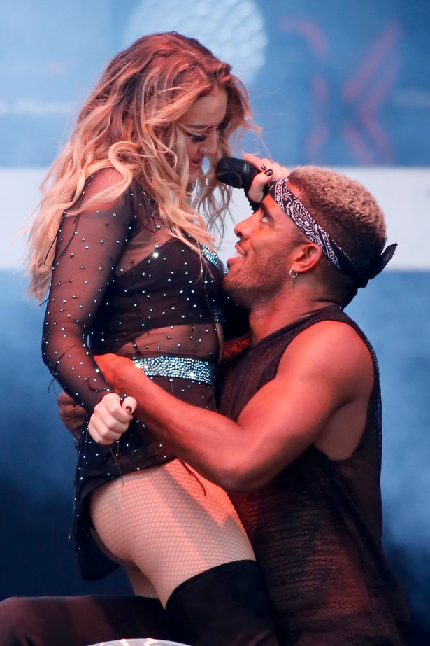 Perrie Edwards Sexy foto 28